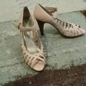 Shoes - Blush Colored Heels Size 7.5