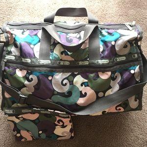 LeSportsac Handbags - LeSportsac medium weekender duffle