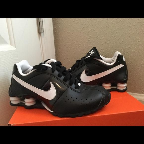 size 40 16a9f c32aa Women s Nike Shox Classic II SI Running Shoes. M 569e97d57f0a05a0de07559e