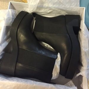 brand new leather Steve Madden boots