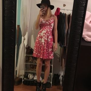 ✨SALE✨ American Eagle Pink and white floral dress