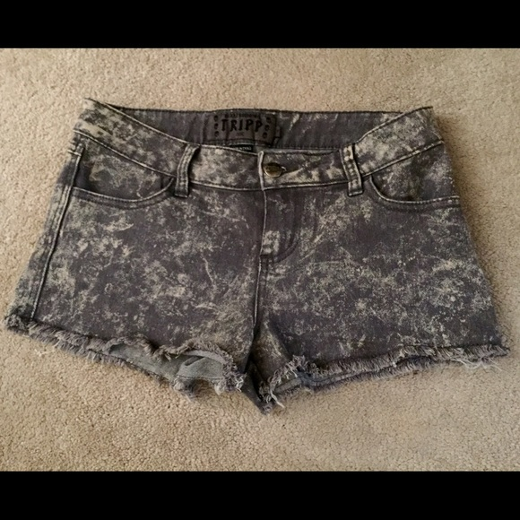 Tripp nyc Pants - Tripp NYC grey snow wash cut off shorts sz 7