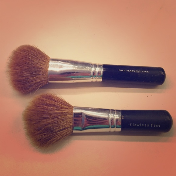 84 Off Bareminerals Other Bare Minerals Brushes