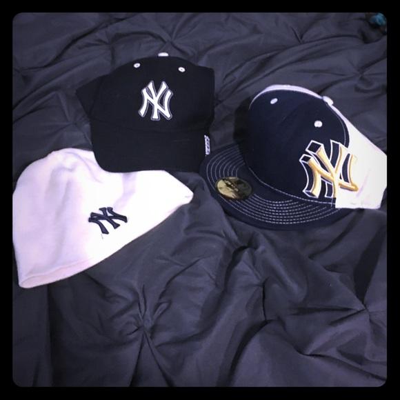 NY Yankees Hat bundle. M 569fce268f0fc4eea900421e f58b1d685914