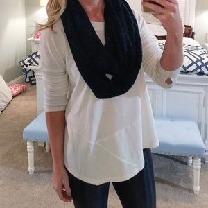 Accessories - Black knit infinity scarf ☕️
