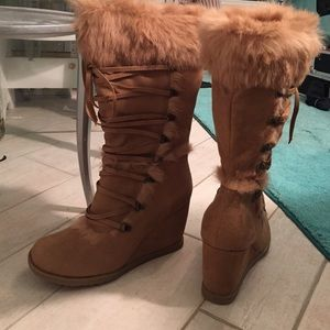 Robert Wayne Shoes - Dark Brown boots. **BRAND NEW**NEVER WORN**