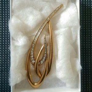 Accessories - Elegant gold brooch with stones