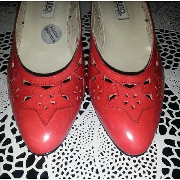 968b32327635 Vintage New Bandolino leather Kitten Heels Narrow