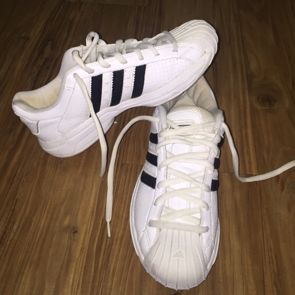 a4d6756f0804 Adidas Shoes - Used adidas tennis shoes