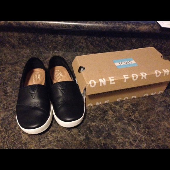 97fefb57d50 Brand new TOMS leather women s Avalon slip-ons
