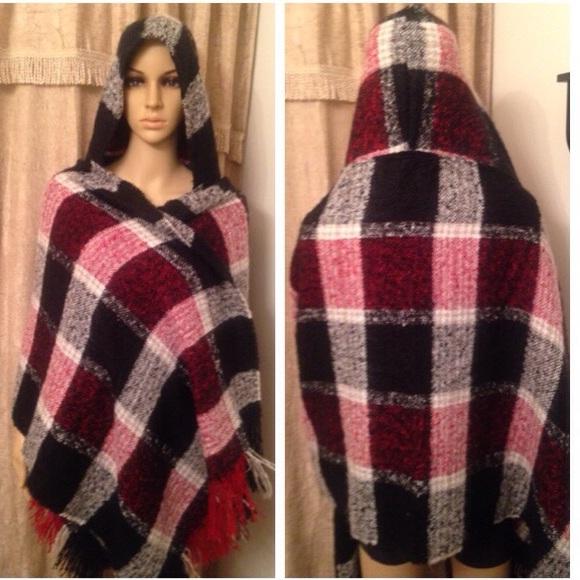 fb026348d6 NWT Hooded blanket scarf
