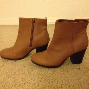 Super cute tan ankle boots
