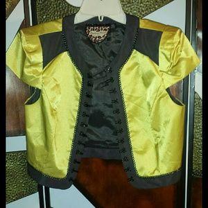 Twelve by Twelve Jackets & Blazers - 💋Cute cropped blazer w/ cap sleeves💋