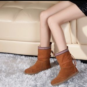 TOMS Shoes - 🆕 TOMS Nepal Chestnut Shearling Boots