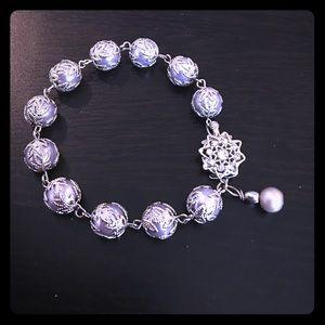 Beautiful pearl bracelet.