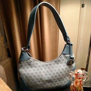 Dooney & Bourke Handbags - Dooney Bourke zip bag