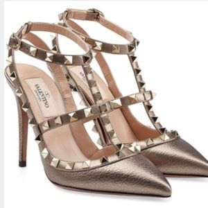 Valentino Shoes - 🎉host pick 🎉Valentino rockstud dove grey heels