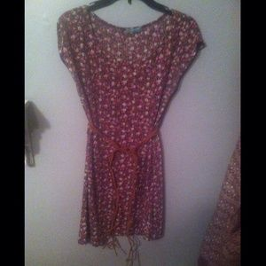 Dresses & Skirts - Floral dress w/ belt