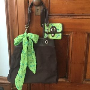 Handbags - NWOT Adorable Floral Print Purse w/matching Wallet