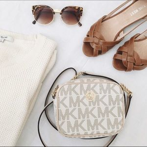 ⬇️ LIST | Michael Kors • Signature Mini Crossbody