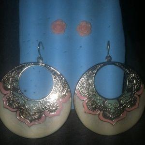 Jewelry - Cute pair of earrings