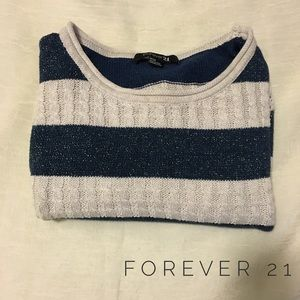 ⬇️ Cream and navy shimmer cropped sweater