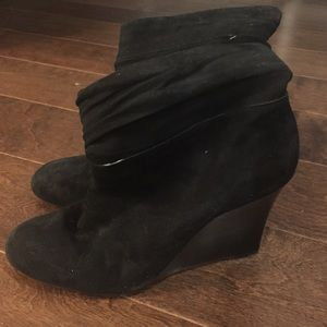 Banana republic black suede wedge bootie sz 10