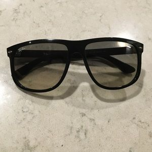 Black Oversized Ray Ban Wayfarer Sunglasses.
