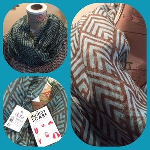 Dots Accessories - BNWT Infinity Scarf.  Turquoise with brown design.