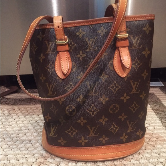 Louis Vuitton Handbags - louis Vuitton Bucket bag Authentic SALE e1539192e8703