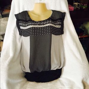 Sophie max Tops - Sophie max xs beautiful top!! So cute