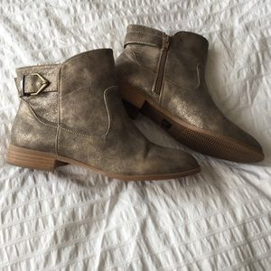 Brand new BC gold/silver booties 7.5