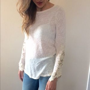 ✨SALE•✨New Ivory laced long sleeved top