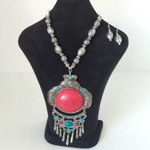 Jewelry - NEW Large Pendant Necklace