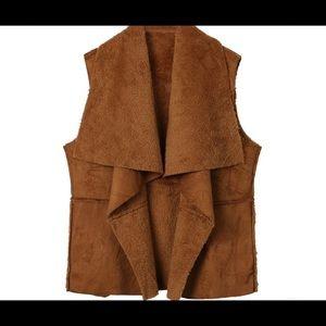 Host Pick! 🎉Faux Fur Brown Vest!