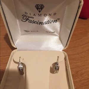 Brand new 14k white gold earrings with diamonds
