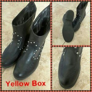 Yellow Box Shoes - NWOT BLACK ANKLE BOOTS