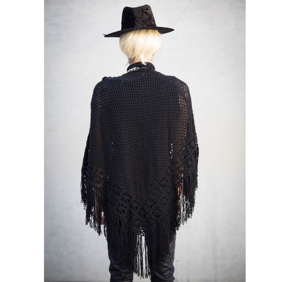 Rue 21 Sweaters - 🎉HP🎉🆕 w/tags Fringe Net Poncho Wrap Edgy Witchy