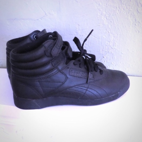 Reebok Classic High Top Sneakers All Black Shoes. M 56a5f4f76e3ec2fcb2058d5e d9a7c99a0