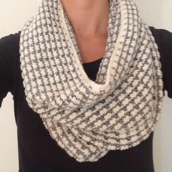 Gap Infinity Scarf Knitting Pattern : 49% off GAP Accessories - GAP Infinity Cowl Scarf from ...