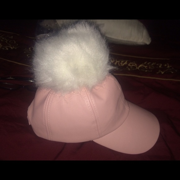fff9c6f7a3b LEATHER HAT W  FUR BALL. 😍