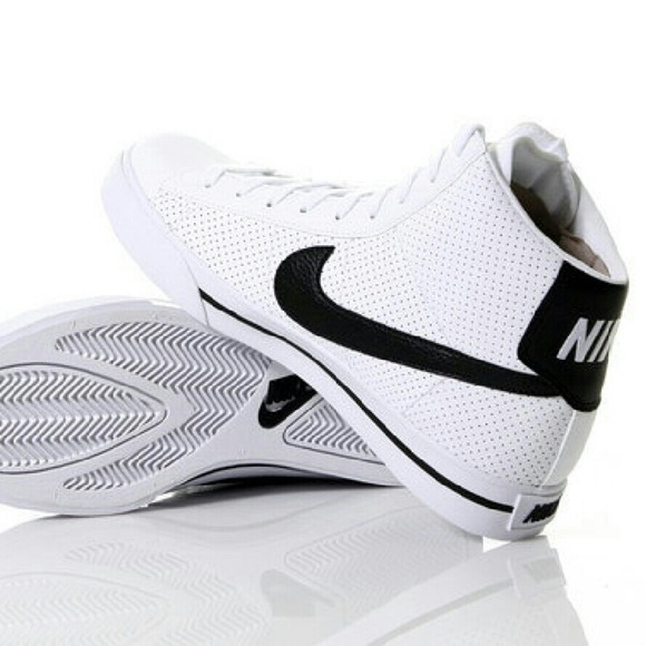 the best attitude e3cf0 dcf0c Nike Sweet Classic High Perforated  White   Black.  M 56a6b0c92de51247320004bc