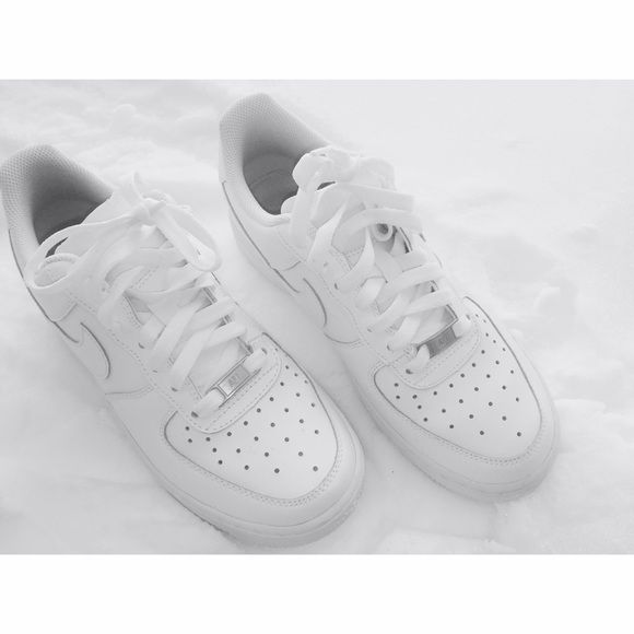 air force one tennis shoes by nike