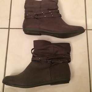 Shoes - BONGO Ankle gray boots. Size 7.5