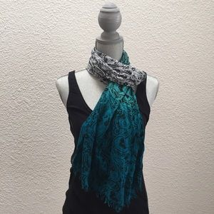 Accessories - Ombré paisley scarf with fringe