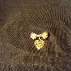 Jewelry - Goldtone Bow/Heart Lapel Pin