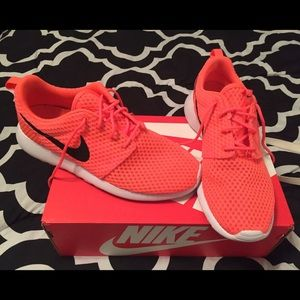 Nike Shoes - Nike Rosche. (Photo of actual item.)