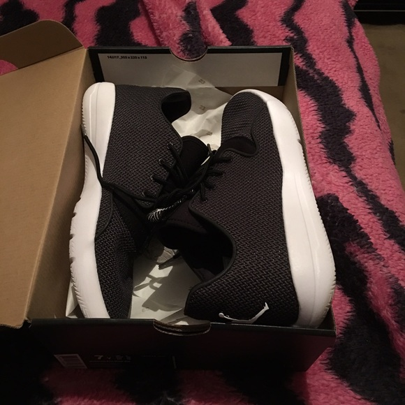 reputable site c0b79 056db Kids Jordans eclipse size 7 fits a women size 8
