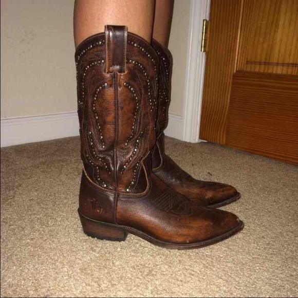 218ead9f358 Frye Shoes - Frye Billy Stud Cowboy Boots 8.5