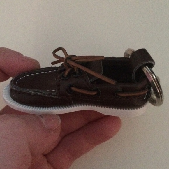 Sperry Shoe Keychain. M 56a79d98ea3f367540002539 f55f091e9